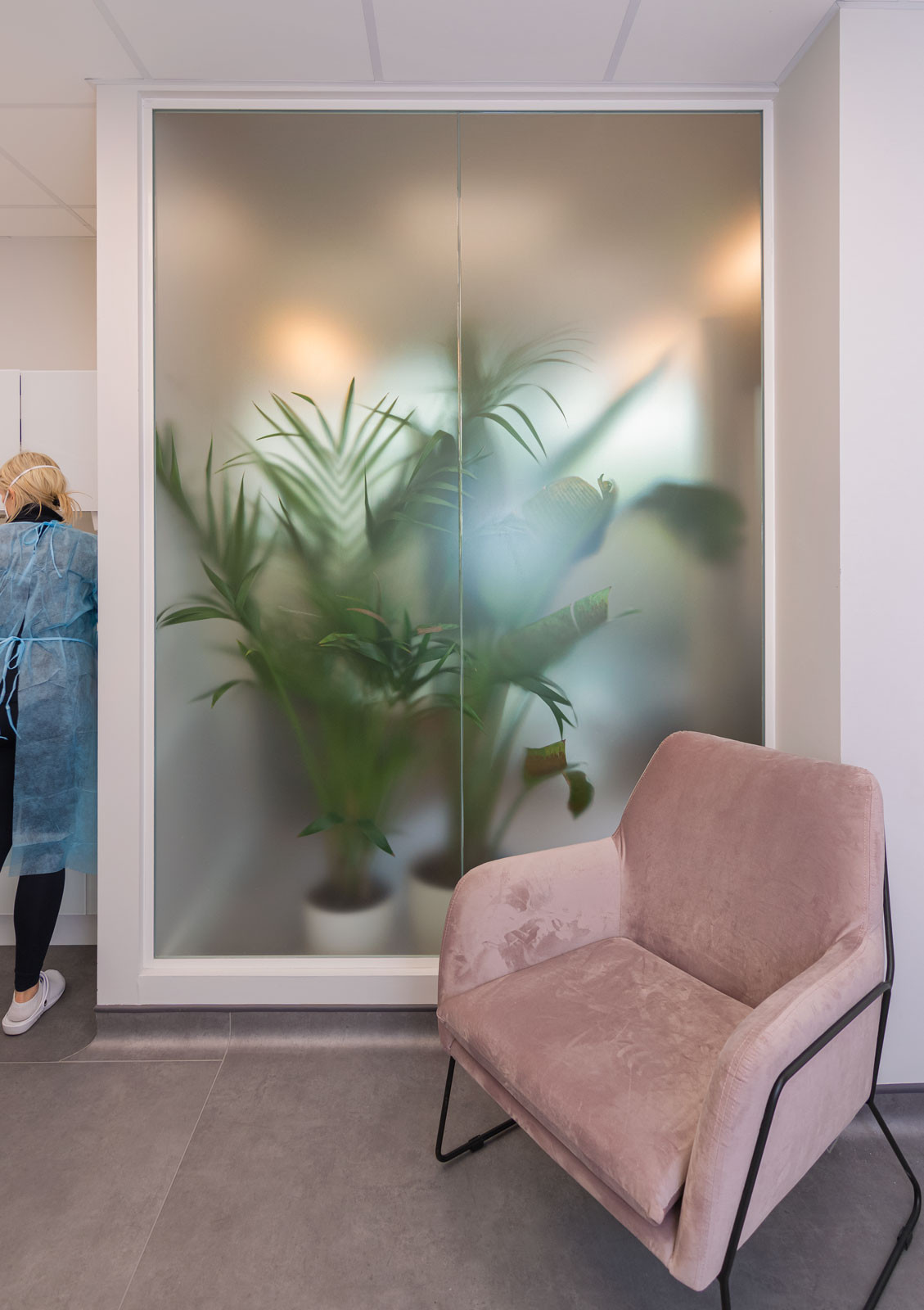 Incorporating biophilic elements in clinical space design through frosted window effect and light shadows of plants